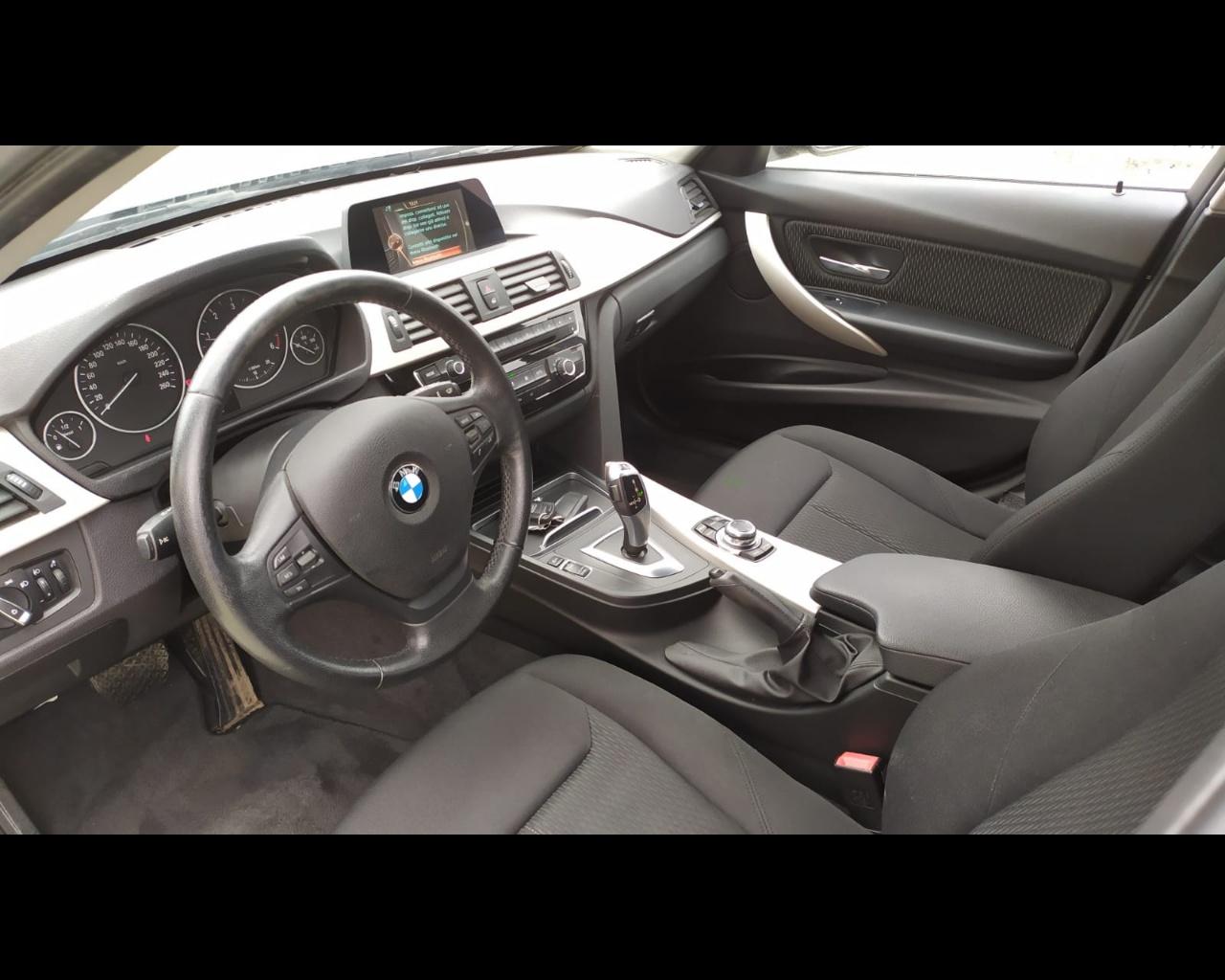 Foto BMW 318d Touring Business Advantage auto
