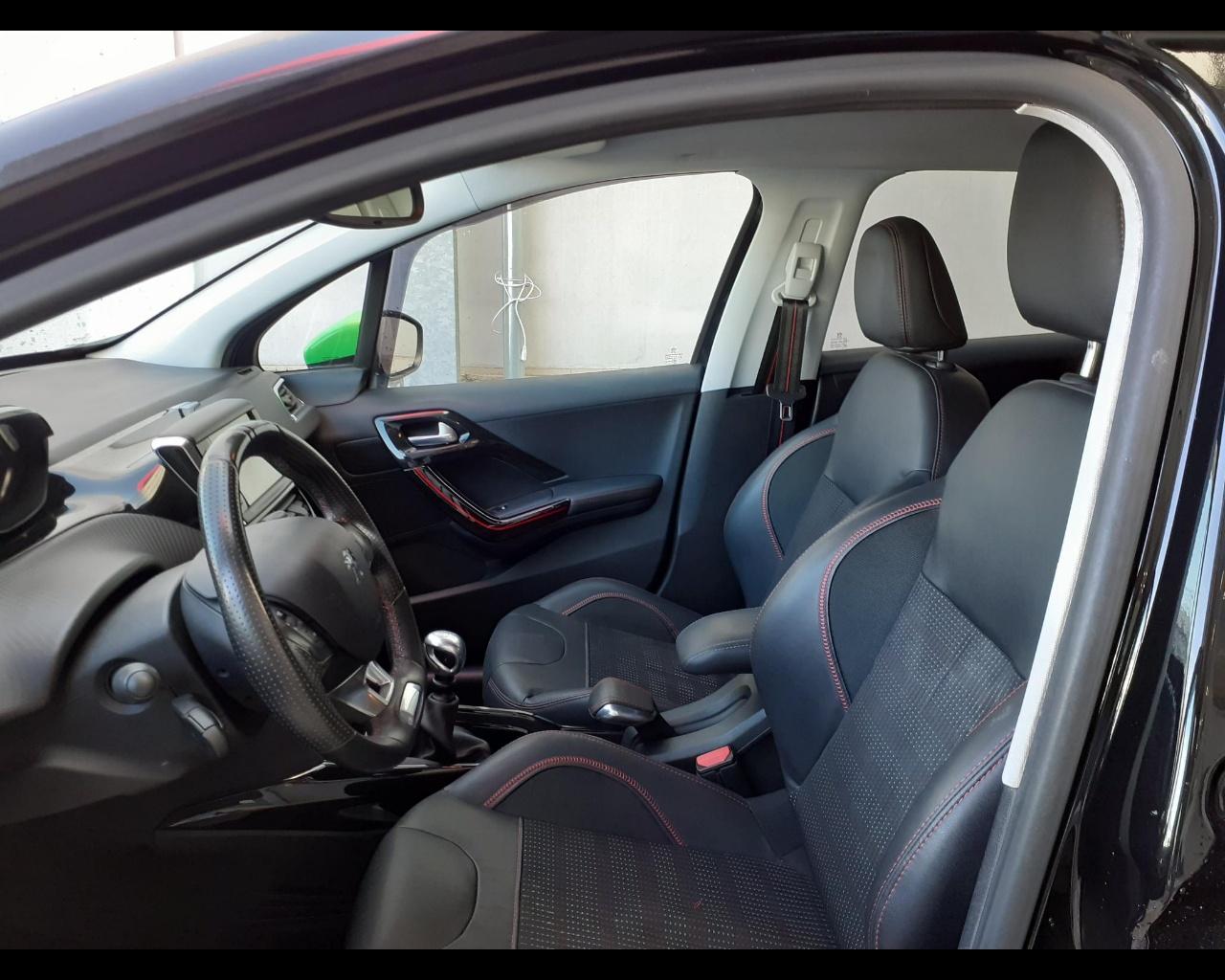 Foto PEUGEOT Peugeot 2008 1.6 bluehdi Gt Line s&s 120cv